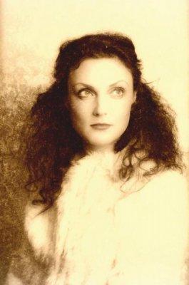 Vintage inspired make-up & hair with Elisa.jpg